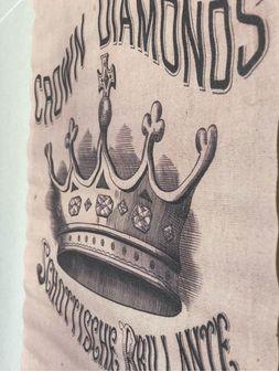 Landmark-Decor-Crown-168898-Canvas-2